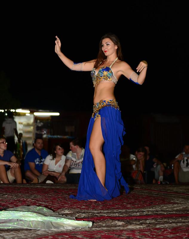 Danza del vientre en el desierto de Abu Dhabi