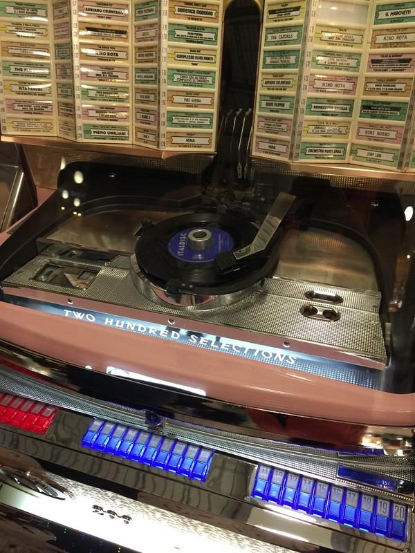 Bar Luce唱机