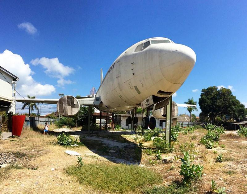 5-kuta-abandoned-plane-via-yv8ne