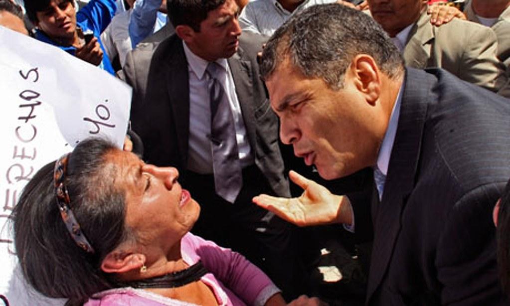 曾經三度勝選的厄瓜多總統柯雷亞(右)如今面臨左右夾殺,反映了拉美左翼政治的困局。(圖片來源:Dolores Ochoa/AP)