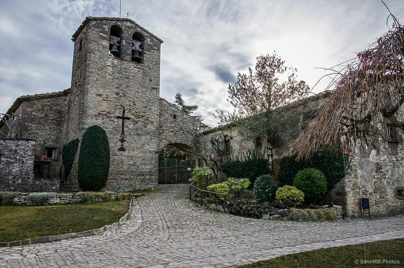 La iglesia de Sant Cristòfol, punto de partida y de final de esta ruta por los Riscos de Tavertet
