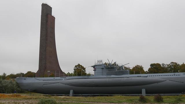 U 995 & Turm des Marineehrenmals