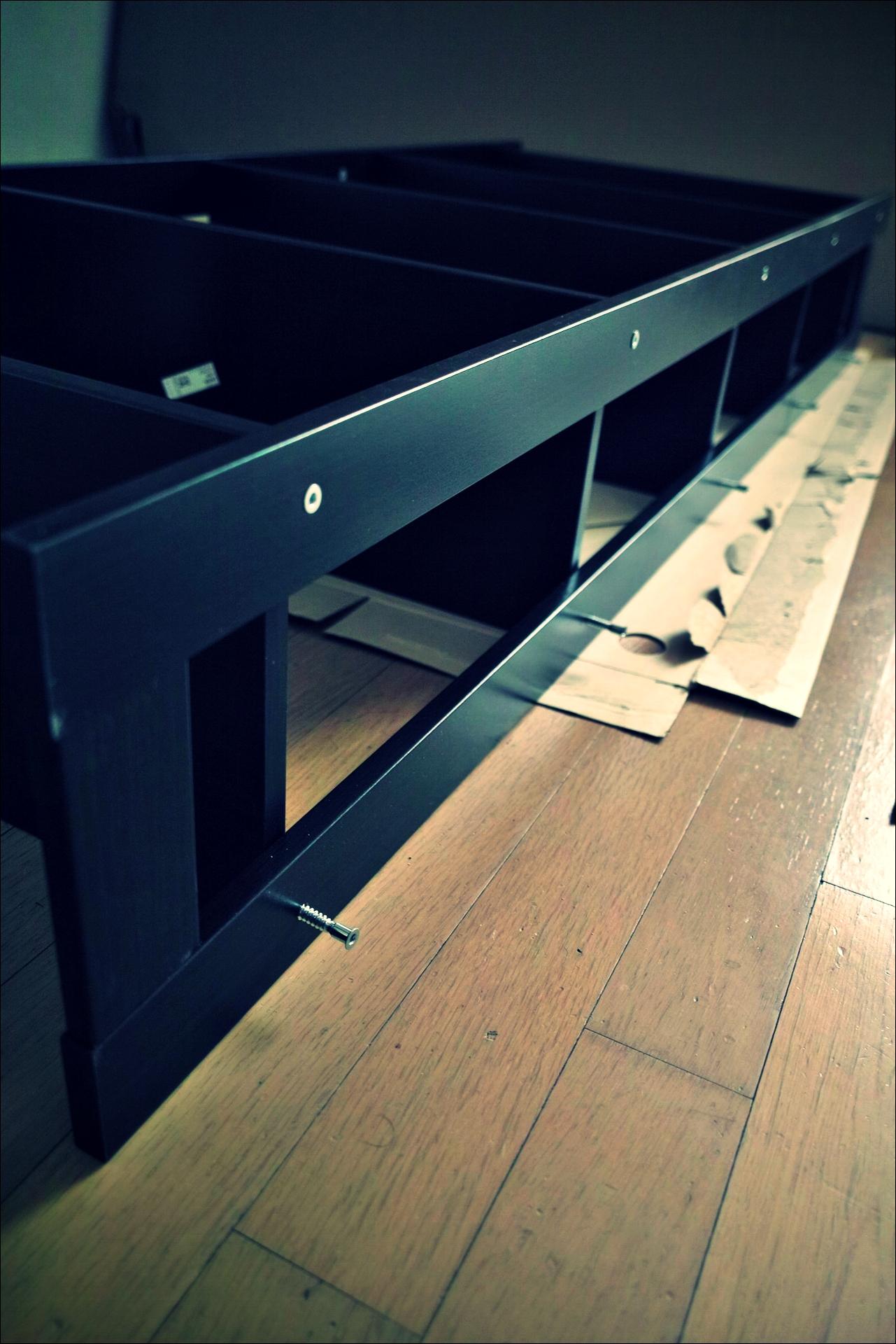 조립 중-'이케아 가구 조립 노하우. How to assemble ikea furnitures'