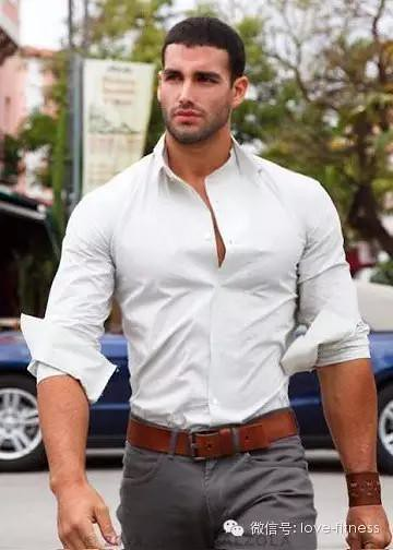 How man how to wear a muscle handsome fay bag for Dress shirts for athletic build