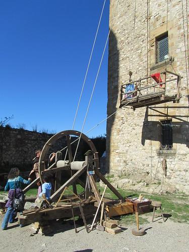 Cabestrantes y poleas para construir un castillo