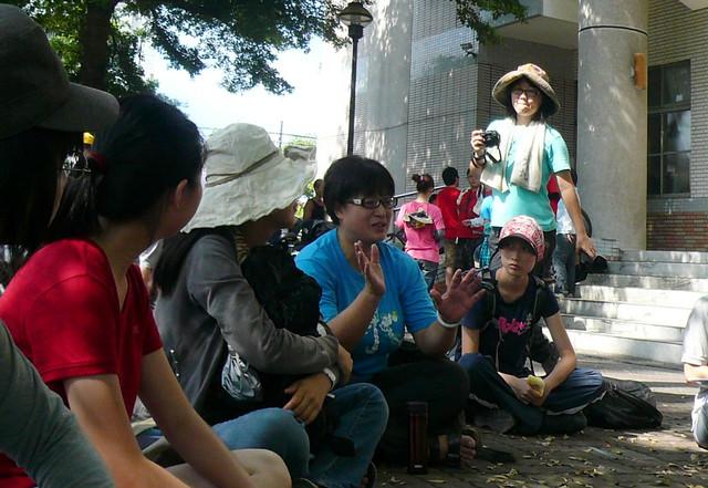 蔡培慧帶領青年深入農村(2012年資料照)  攝影:陳文姿