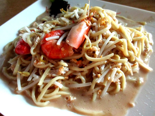 Singapore fried Hokkien prawn noodles