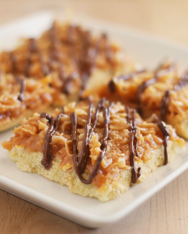 Samoa Bars recipe - just like your favorite Girl Scouts cookies! And so easy!