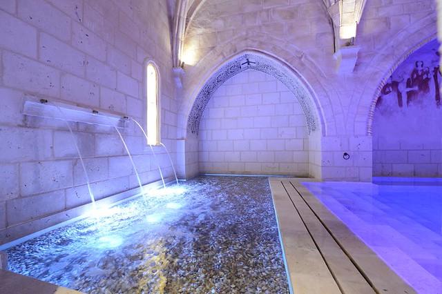 Zona de contrastes del Hotel Balneario Monasterio de Valbuena