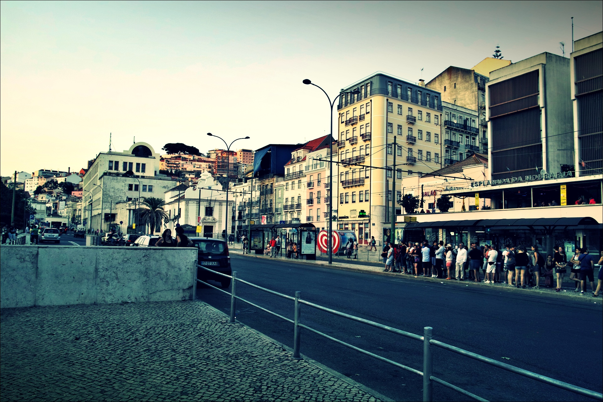 트램을 기다리는 사람들-'리스본 Lisbon'