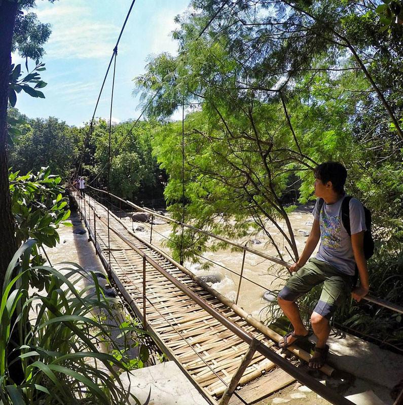 2-suspension-bridge-via-dgoreinnamah