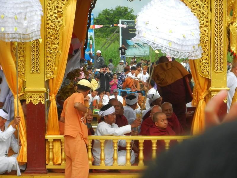 Ладья-пагода фестиваль Инле