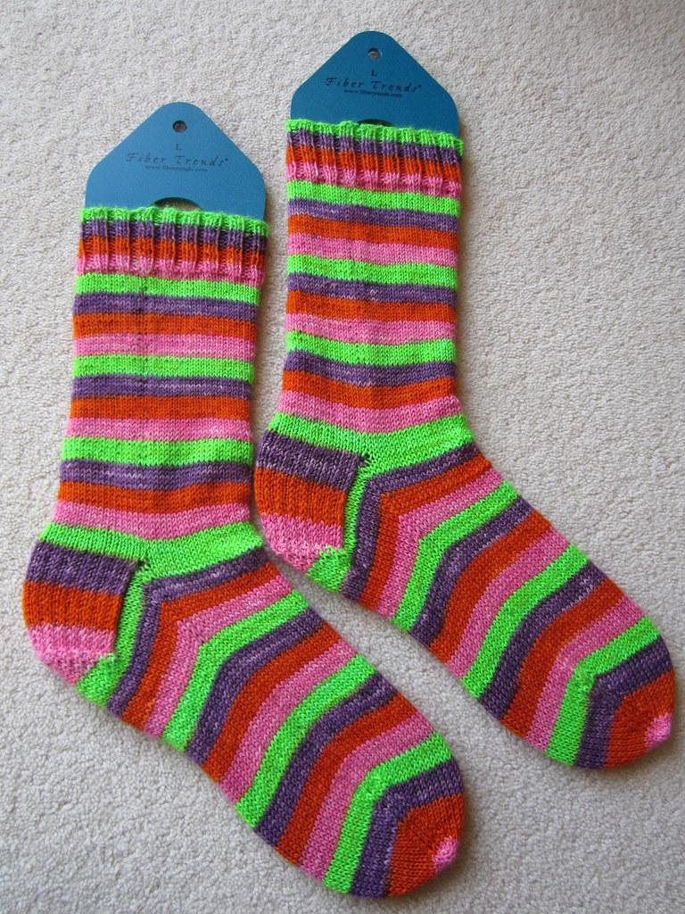 Continental Knitting : magic loop continental knit socks (2) josiekitten Flickr