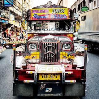 Autocarro típico nas ruas de Manila
