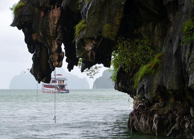 El barco por la bahía de Phang Nga