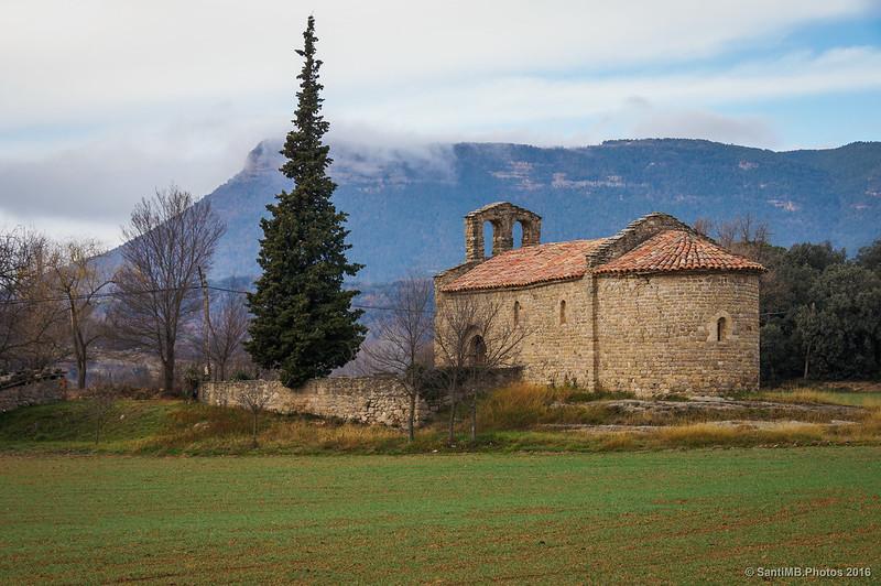 Santa Maria d'Avià con Sant Salvador detrás