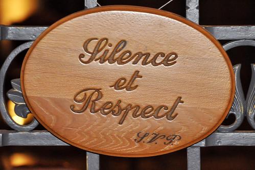 Monaco: Kathedrale Notre Dame Immaculée im neuromanischen Baustil, Baubeginn 1875, Einweihung 1884. Die Kathedrale wurde über der frühen Kirche Saint-Nicolas erbaut; eine Glocke dieser Vorgängerkirche ist noch erhalten. Die Kathedrale befindet sich in Monaco-Ville und ist die Hauptkirche des Fürstentums, Sitz des Erzbischofs von Monaco und Grabeskirche der monegassischen Fürstenfamilie Grimaldi. In der Gruft befinden sich die Grabstätten der Bischöfe. Im Altarraum der Fürstensitz. Foto Brigitte Stolle