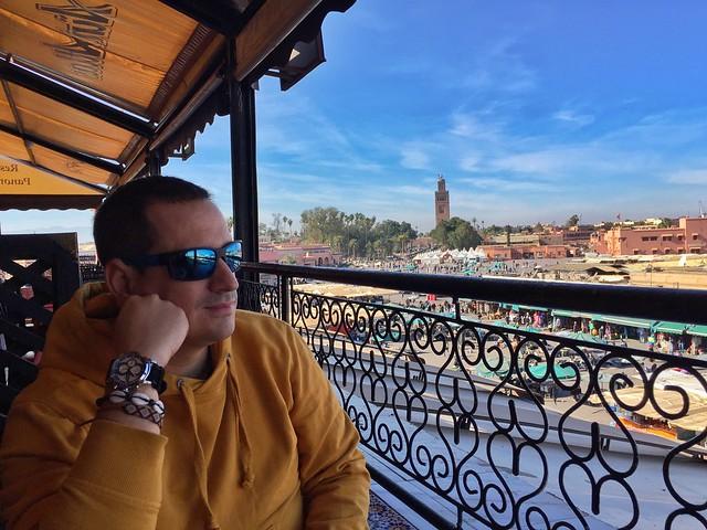 Sele en el Café de France de la Plaza Jemaa el-Fna de Marrakech