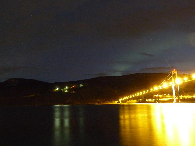 Aurora boreal en el puente de Evenskjaer (Laponia Noruega)