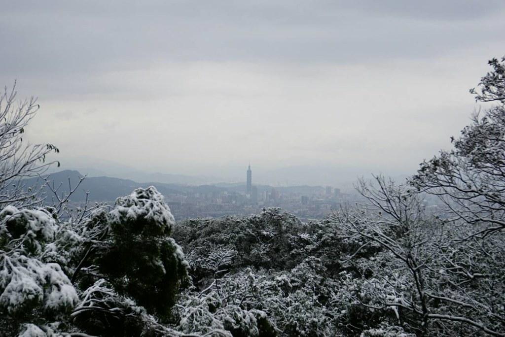 北台灣罕見下雪。冰封汐止五指山。攝影:陳炳燕。