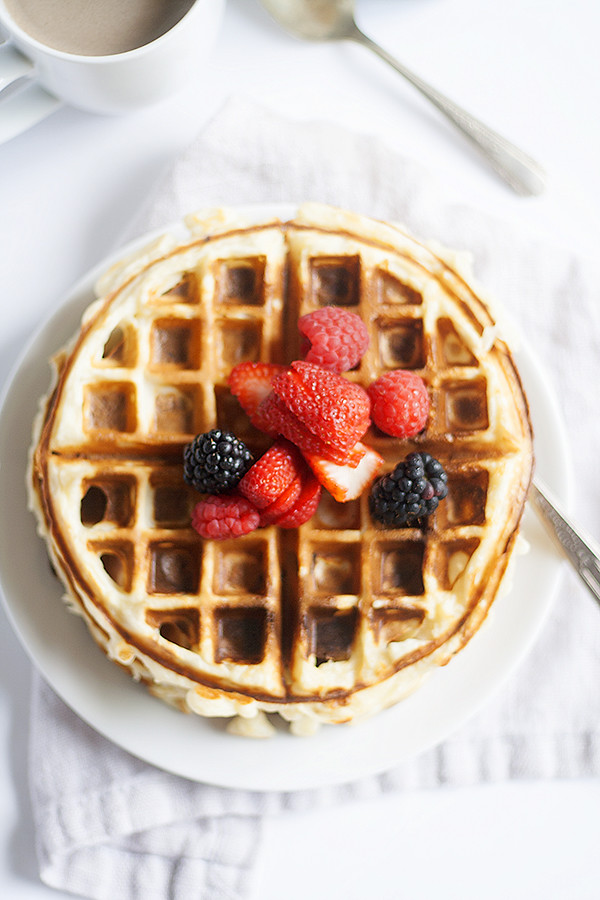 yogurt, granola and vanilla #SimplyPureCreamer waffles #IDelight @InDelight | heathersfrenchpress.com