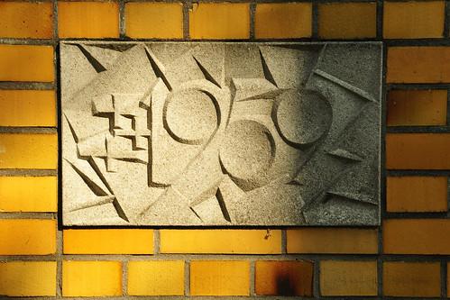 """Bruder-Klaus-Kirche Edingen-Neckarhausen. Grundsteinlegung 1959. Damals habe ich noch nicht selbst fotografiert :-) ... sondern ich wurde fotografiert. Die alten Fotos stammen aus dem zeitigen Frühjahr 1960 ... Und diese Bilder von der Bruder-Klaus-Kirche habe ich im Frühjahr 2016 gemacht ... Damals und heute 1960 2016 ... In der Bruder-Klaus-Kirche spielt u. a. die Titelgeschichte meines Buches """"Als Brunhilde, Barbara und ich das Ewige Licht auspusteten"""" Foto Brigitte Stolle"""