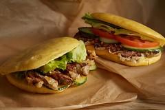 «Китайский бургер с говядиной и овощами» и «Бургер с пекинской уткой»