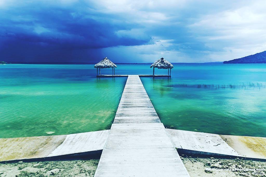 Muelle De La Playa El Remate Peten Paisaje Guatemala G