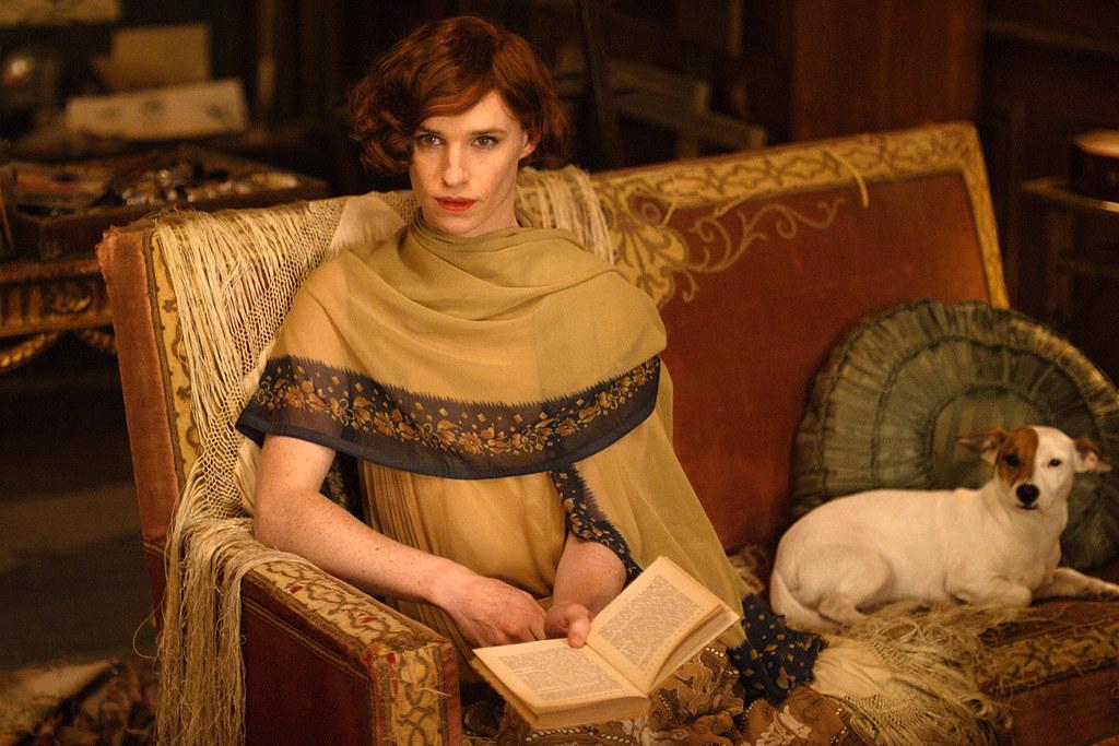 電影《丹麥女孩》中呈現了莉莉(Lili Elbe)在兩種性別人格間的掙扎與拉鋸。
