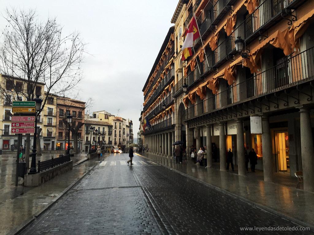 Plaza de Zocodover en un día de lluvia.