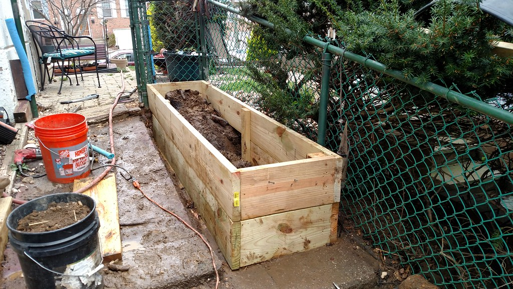 My experiences with commercial cedar raised beds 25973208673_1462994489_b