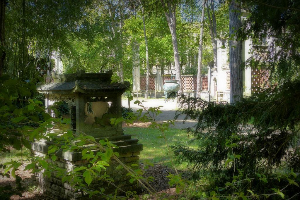 pagodon chinois et esplanade du dinh jardin tropical. Black Bedroom Furniture Sets. Home Design Ideas