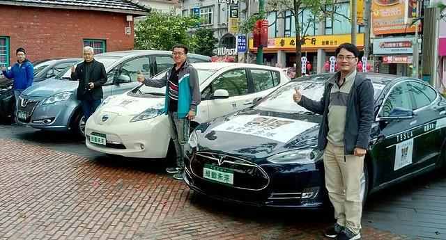 三台電動車主環台途中,應邀參加宜蘭踩街活動。圖片來源:劉小麟。