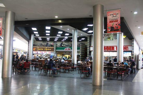 Gobierno acepta horario corrido de 12:00 a 7:00 pm para Centros Comerciales