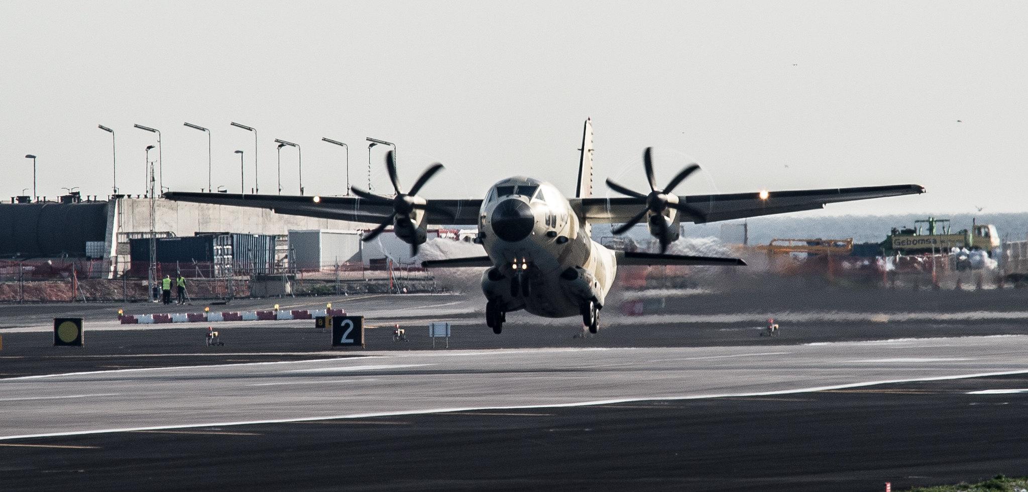طائرات النقل العاملة بالقوات المسلحة المغربية - صفحة 3 24856654412_542eca28e5_k