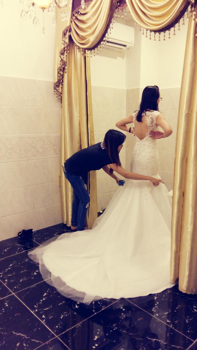 váy cưới LAHAVA