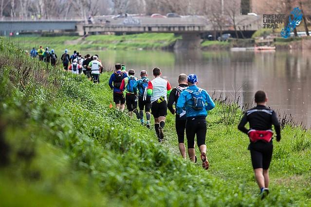 """Ο ποταμός Άρνος αποτέλεσε το """"σκηνικό"""" του αγώνα για αρκετά χιλιόμετρα!"""