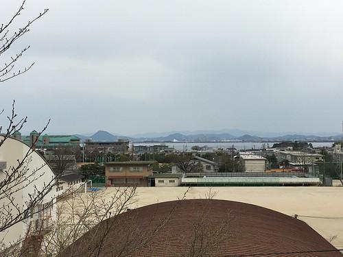 大津市民会館から琵琶湖を望む