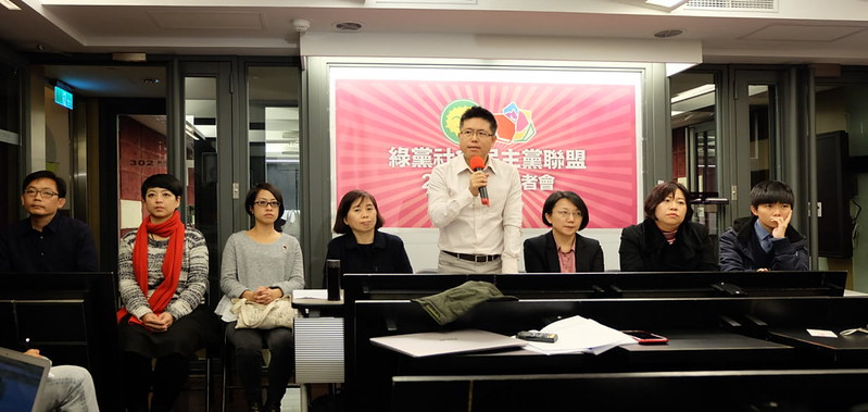 綠黨召集人李根政發表選後感言。攝影:陳文姿