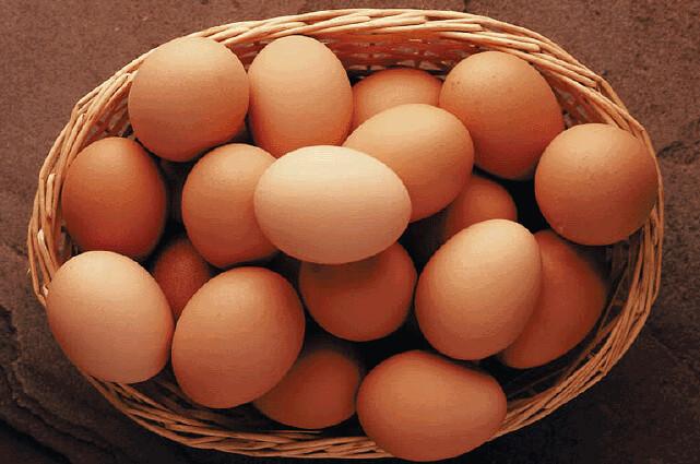 ¿Cuántos huevos puedes comer? ¿crudos? ¿blancos o marrones? y más sobre tus huevos