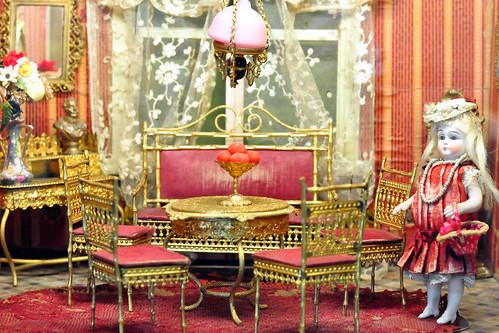 Schlossmuseum Ellwangen: Puppenstuben, Puppenküchen & Kaufläden um 1900 sowie Krippendarstellungen, Szenen von der Hochzeit zu Kana ... und vieles mehr. Ein umfangreiche Sammlung mit vielen Details, wunderschön. Es gibt viel zu staunen und zu entdecken. Da wird gewohnt, gekocht und gegessen, gebügelt, eingekauft, gespielt und gelernt - und natürlich auch Weihnachten gefeiert :-) Foto Brigitte Stolle April 2016