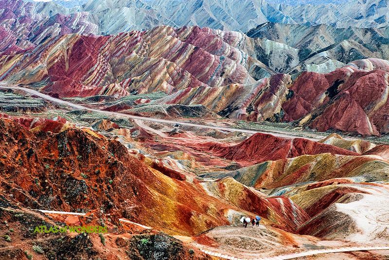 Montañas chinas de colores