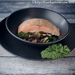 Lachs mit asiatischem Grünkohl und Shiitake-Pilzen