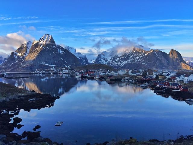Reine y su fiordo (Islas Lofoten, Laponia Noruega)