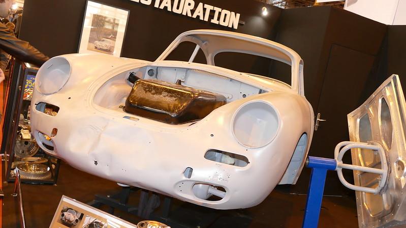 Coque sablée de Porsche 356 chez Z.S. Style - Retromobile 2016 24812761290_9080b1883e_c