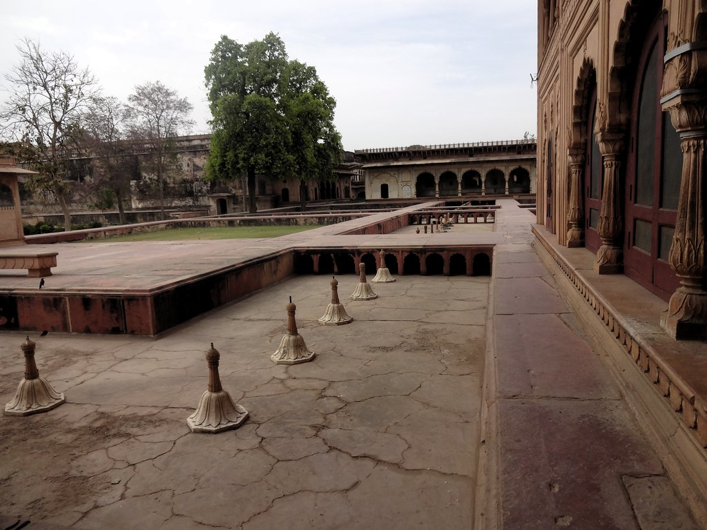 The fountains are now operated only on special ceremonies like Holi and the arrival of the monsoon due to shortage of water, a reminder that a scant natural resource can't be squandered off for the pleasure that the royals indulged in.
