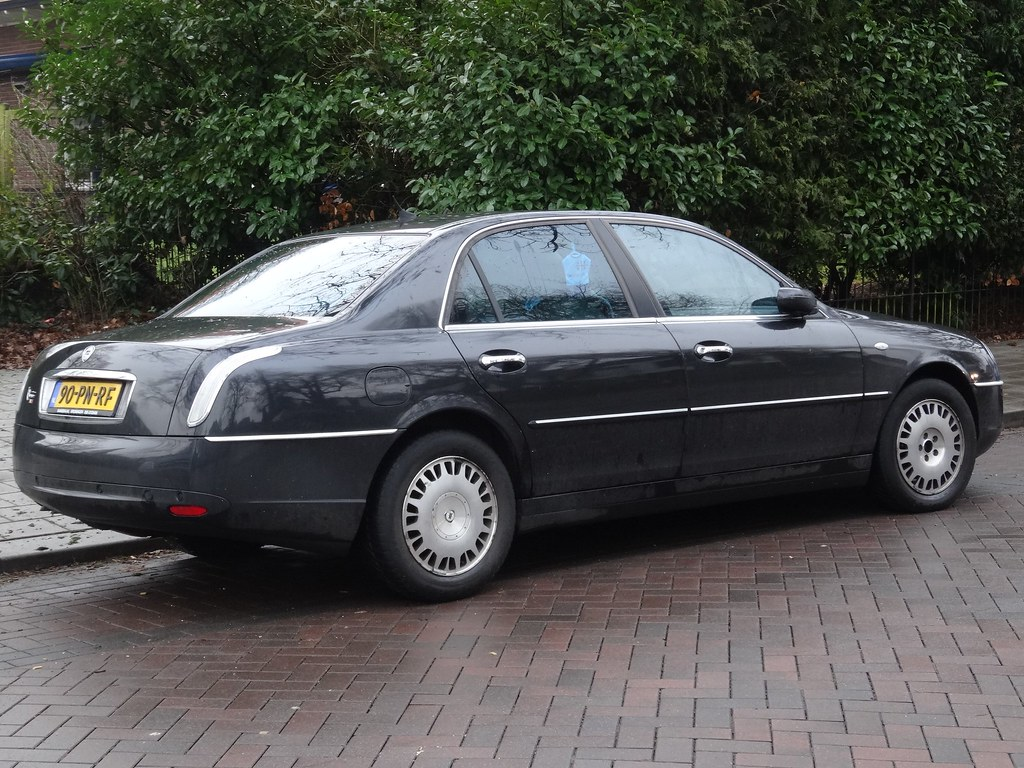 2004 Lancia Thema | The Lancia Thesis was built from 2002 un… | Flickr