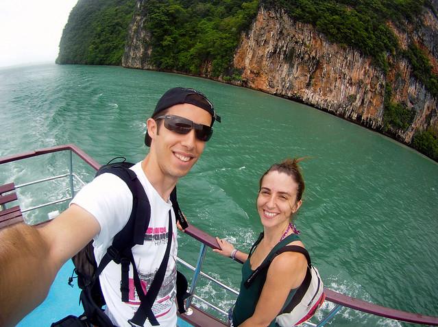 En el barco de la excursión que nos llevaría a la bahía de Phang Nga y la isla de James Bond