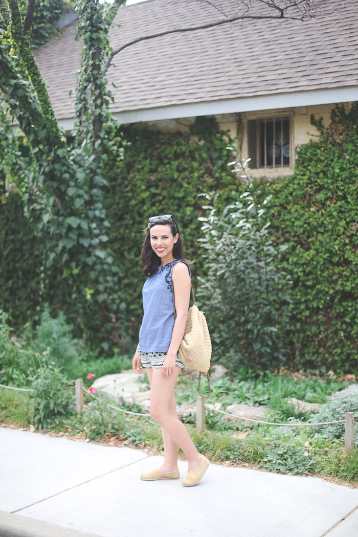 austin texas, austin fashion blog, austin fashion blogger, austin fashion, austin fashion blog, pinterest outfit, chambray shirt, austin style, austin style blog, austin style blogger, austin style bloggers, style bloggers, old navy style, aztec shorts, chambray top