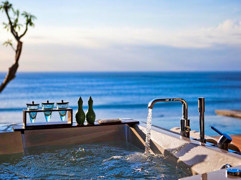 Jacuzzi bathtub view via anantara uluwatu